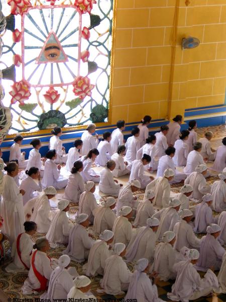 Cao Dai worshipers